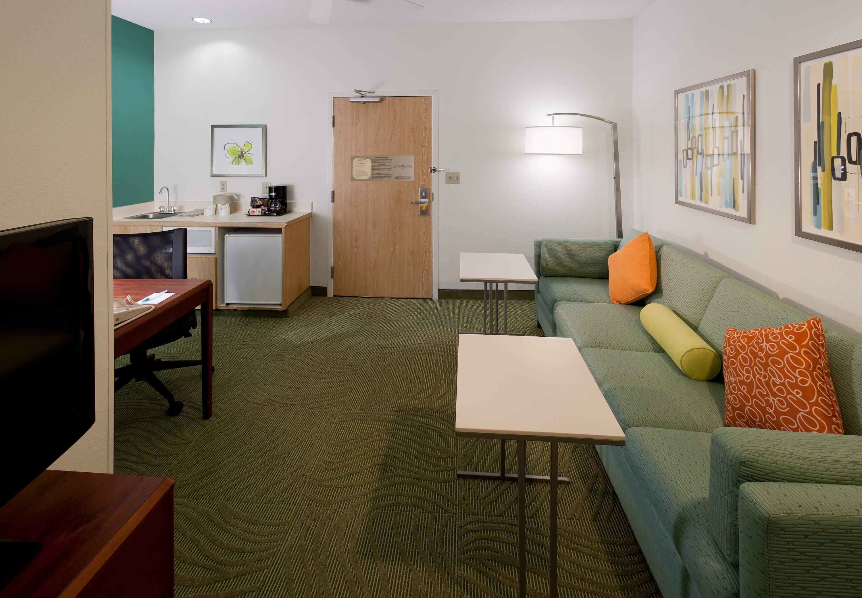 Springhill Suites By Marriott Dallas Arlington North   Living Room Tables