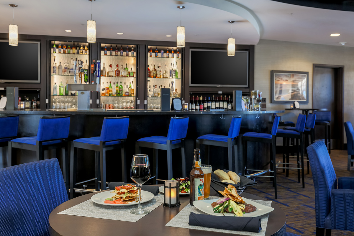 Courtyard by Marriott Liberty Station - dining